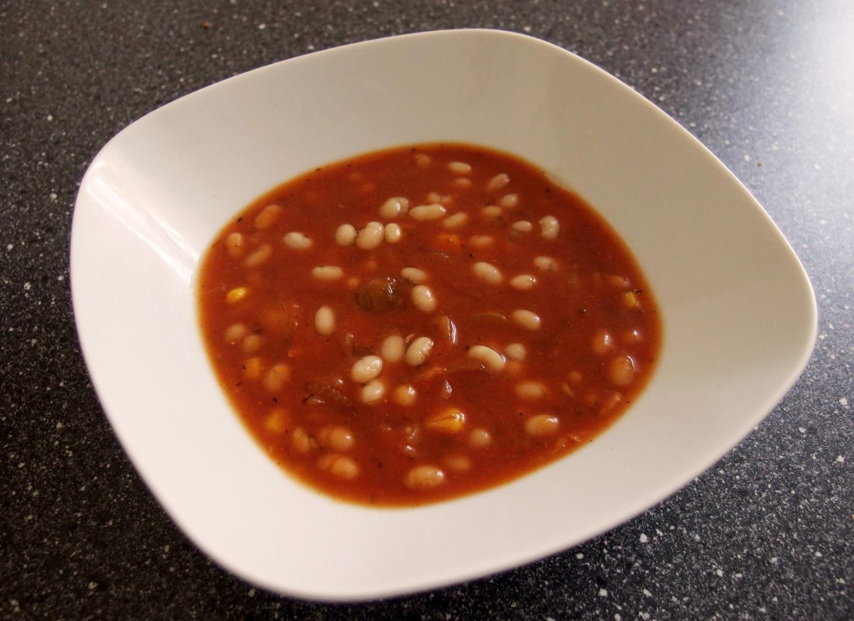 pikantní polévka z bílých fazolí