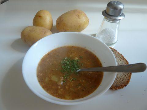 """""""Gulášová"""" polévka"""