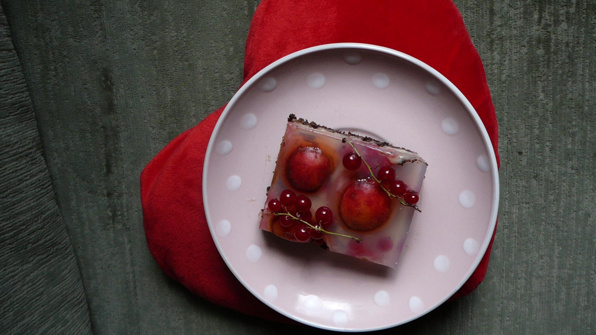 Ovocný třípatrový koláč