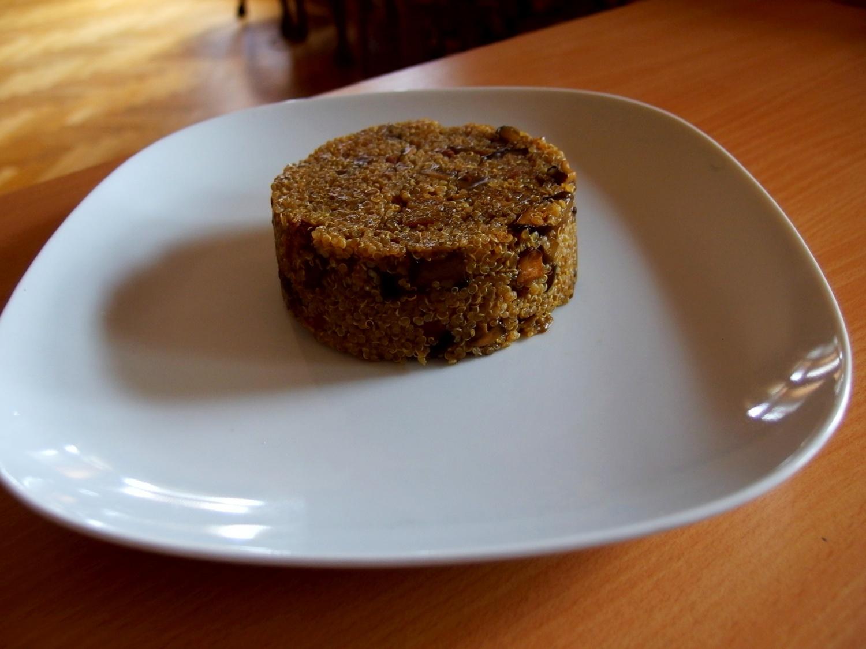 Quinoa s lesními houbami