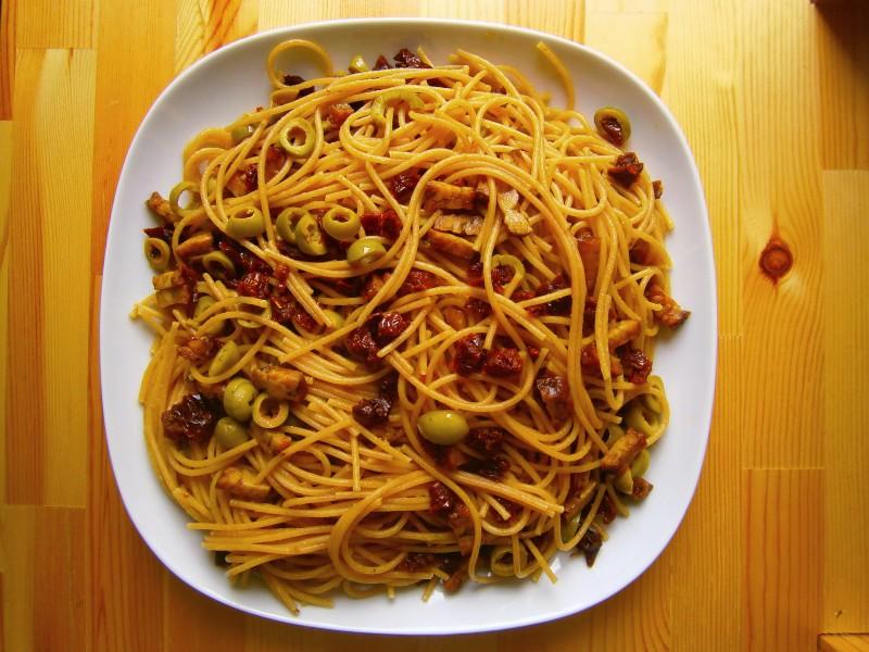 Špagety s tempehem a sušenými rajčaty