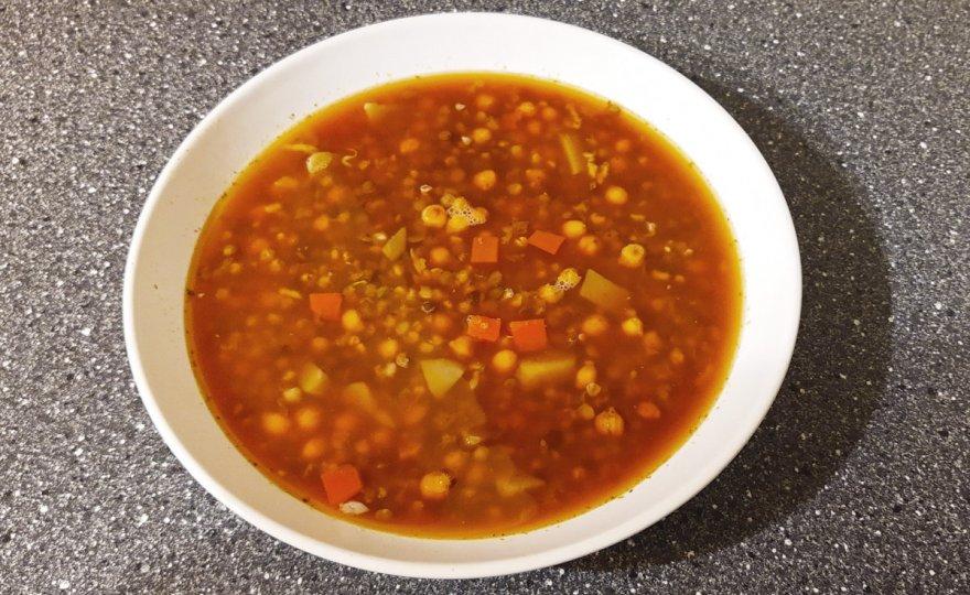 Hrstková čočková polévka