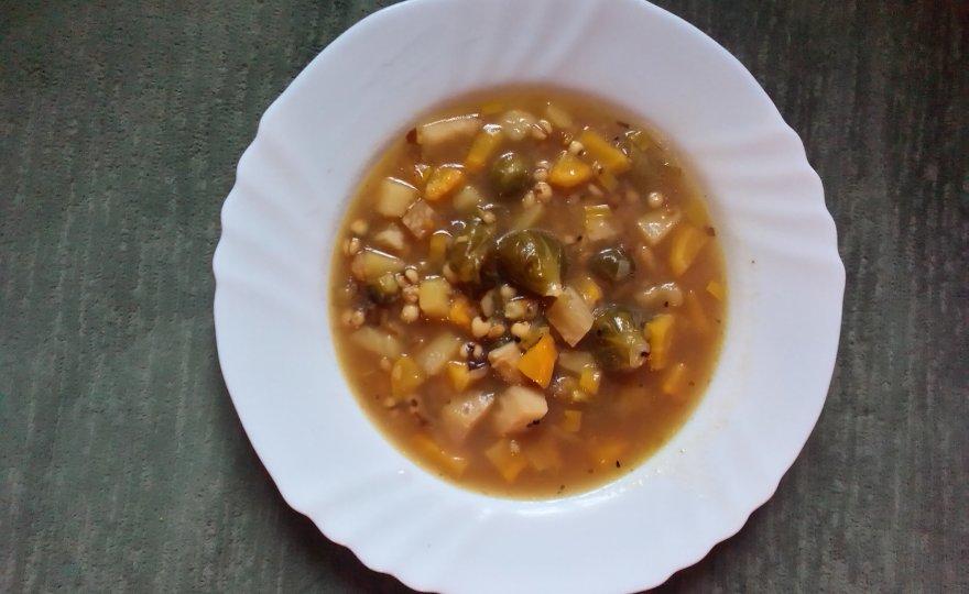 Hutná zimní zeleninová polévka