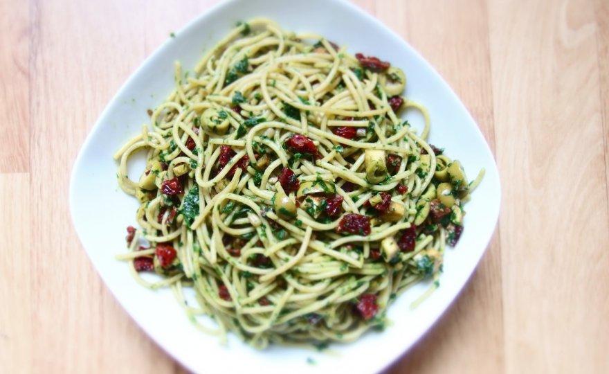 Špagety s čerstvým pestem z medvědího česneku