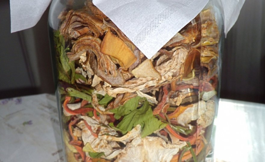 Domácí zeleninový bujón