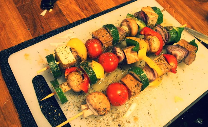 Zeleninový špíz s uzeným tofu