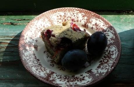 Makový koláč se švestkami