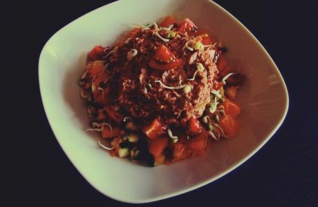 Raw zeleninové chilli s vlašskými ořechy