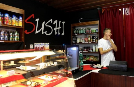 V Sushi Bar