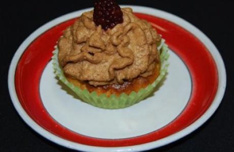 Koláček s lesním ovocem a čokoládovou pěnou
