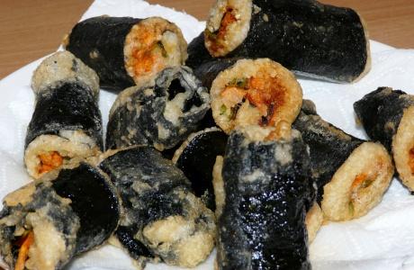Smažené sushi rolky s curry pastou