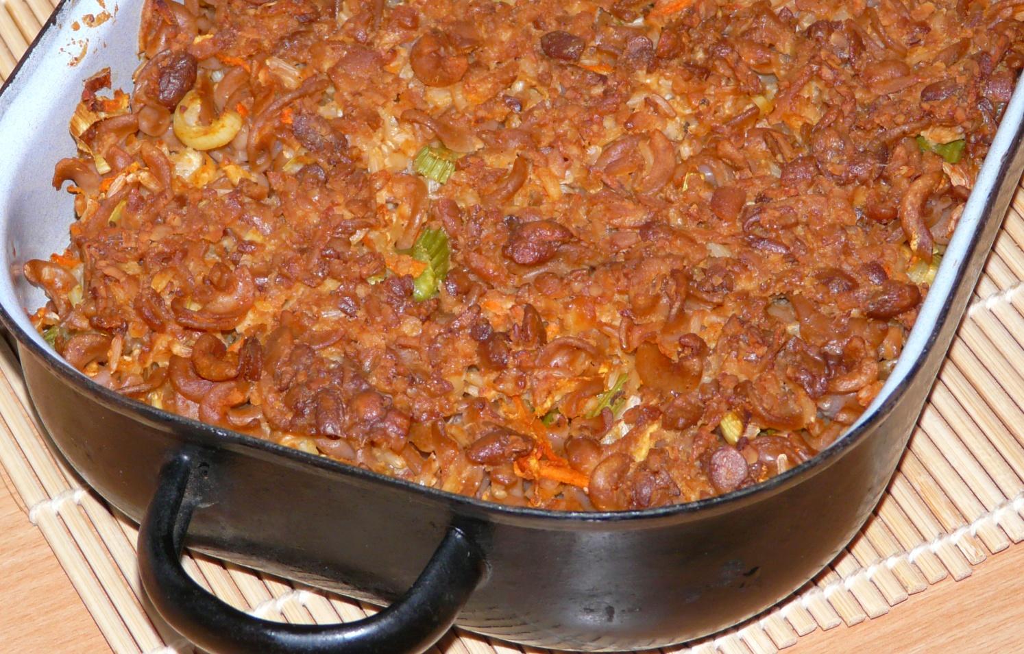 """Zapečené těstoviny a rýže s """"sýrově"""" tempehovou polevou"""